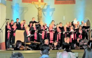 """Großes Kirchenkonzert der acht """"Arima-Chöre"""" in der Nordkirche in Karlsruhe-Neureut"""