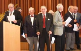 Wilhelm Lörcher und Helmut Schaible werden beim Chorverbandstag geehrt